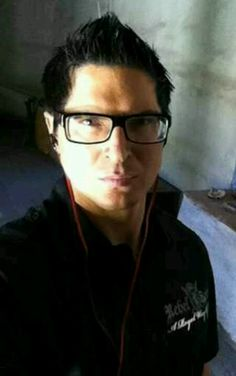 Zak Bagans very sexy with glasses