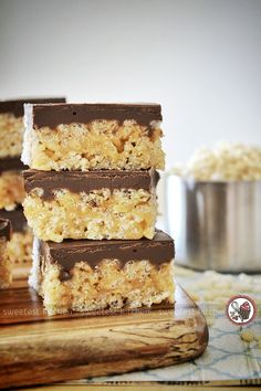 A healthier version of chocolate peanut butter Rice Krispies treats made without any marshmallows at all.