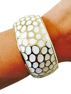 Gold and white Fitbit Charge Bracelet http://www.fuel-band.net/fitbit-bracelet-for-fitbit-charge-the-kay-gold-and-white-spotted/