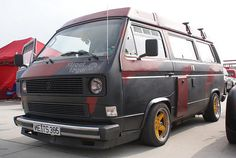 Westie Campervan Hippies love nature outdoors and camping! Campers road trips in a Westphalia log cabins and more. An inspiring board to stay wild! Vw T3 Camper, Vw Bus T3, Volkswagen Bus, Vw Vanagon, Oldschool, Campervan, Van Life, Dream Cars, Golf