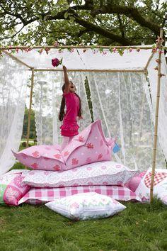 cushions lief! lifestyle mooie kussens tuin of balkon garden or balcony