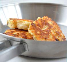 Drie in de pan met een appeltje erbij - Oud Hollandse, kleine, dikke pannenkoekjes.