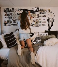 I am OBSESSED with this college dorm room ideas!! I am going to do this dorm room DIY. This post has so many dorm room decor ideas for girls