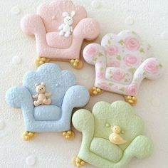I love these armchair cookies, super cute! ⭐️ Who's your favourite cookie artist? Spice Cookies, Fancy Cookies, Cute Cookies, Easter Cookies, Royal Icing Cookies, Cookies Et Biscuits, Cupcake Cookies, Sugar Cookies, Cupcakes