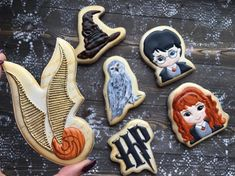 Garri Potter, Harry Potter Games, Harry Potter Decor, Royal Icing Cookies, Cake Cookies, Sugar Cookies, Pijamas Harry Potter, Gateau Harry Potter, Christmas Doodles