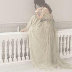 """モスグリーンのドレス""""Ophelia"""" グリーンのチュールの下には薄い紫色のチュールが重なっているので光が差し込むと柔らかく陰影ができてとても綺麗なんです…"""