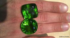 Фото крупных перидотов (50+ карат) насыщенного зеленого цвета (происхождение - Бирма) #peridot #gem #gemstone