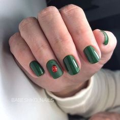 If you want everyone to envy your nails, you're going to LOVE the green nail polish designs we've found. Prepare to fall in love with these green nails inspo! Green Nail Polish, Green Nails, Yellow Nails, Nail Polish Designs, Nail Designs, Cute Nails, Pretty Nails, Hair And Nails, My Nails
