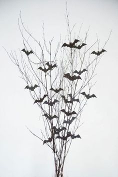 Bat Branch Halloween Centerpiece: Give your table a spooky feel with this easy-to-make arrangement. Click through to find more DIY Halloween centerpieces to make this fall. Make your table look absolutely spook-tacular this year. Halloween Porch Decorations, Halloween Home Decor, Outdoor Halloween, Diy Halloween Decorations, Holidays Halloween, Easy Halloween, Halloween Centerpieces, Halloween Costumes, Halloween Makeup