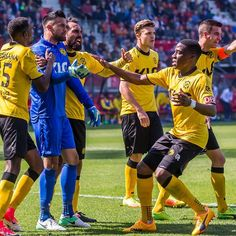 Full Time  Roda JC speelt met 1-1 gelijk in de lastige uitwedstrijd tegen AZ. Daryl Werker scoorde voor Roda JC en Benjamin van Leer stopte op zijn verjaardag een strafschop van Weghorst. #koempels #rodajc #azrod