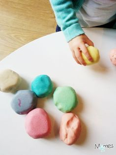 Recipe for salt dough - Marie THOUVIGNON - - Recette de la pâte à sel Recipe for salt dough - Easter Activities, Craft Activities For Kids, Crafts For Teens, Diy For Kids, Diy And Crafts, Kids Fun, Salt Dough, New Years Eve Party, Business For Kids