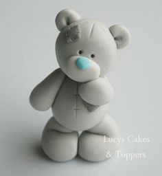 How to make a fondant teddy bearTutorial - how to make cute Teddy bear fondant cake topper for cakes, cupcakes, birthday party, christening, baptismTutorial de osito con pastas moldeables Delicious Cake for youFimo y fondantThis is made from sugar but I w Polymer Clay Figures, Polymer Clay Animals, Polymer Clay Projects, Gateau Baby Shower, Baby Shower Cakes, Fondant Cake Toppers, Fondant Cakes, Cupcake Toppers, Bolo Minion