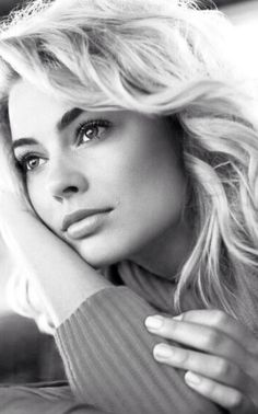 60 Sexy and Hot Margot Robbie Pictures - Bikini, Ass, Boobs - Sharenator Margot Robbie Style, Actress Margot Robbie, Margo Robbie, Margot Robbie Harley Quinn, Celebrity Portraits, Black And White Portraits, Interesting Faces, Belle Photo, Beautiful Actresses