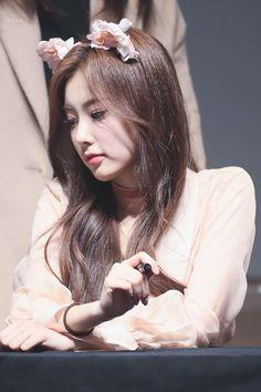 K-Pop Babe Pics – Photos of every single female singer in Korean Pop Music (K-Pop) Kpop Girl Groups, Kpop Girls, Yuri, Secret Song, Sana Momo, Japanese Girl Group, Famous Girls, Pretty Asian, Kim Min