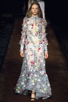 Erdem Spring 2016 Ready-to-Wear Fashion Show LOVE THIS DRESS WOULD LOOK LOVELY ON FELICITY JONES
