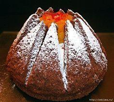 На первый взгляд торт выглядит сложно, но это не так. Делать его быстро и интересно. И он очень вкусный. Ингредиенты:Для бисквита:- 5 яиц- 180г сахара- 100г муки- 30г кукурузного крахмала- 30г кака…