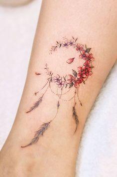 10 Minimalist Tattoo Designs For Your First Tattoo - Spat Starctic Cute Tattoos For Women, Back Tattoo Women, Tattoos For Kids, Dream Catcher Tattoo Small, Dream Catcher Tattoo Design, Dream Catchers, Hot Tattoos, Body Art Tattoos, Tattoo Art