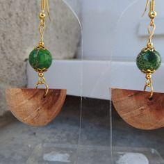 Boucles d'oreilles en bois de merisier et perle en jaspe vert