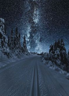 """banshy: """" Austlid by: Sondre Eriksen """" - This landscape looks surreal because the land looks more lit by the sky than it actually is Winter Scenery, Night Scenery, Christmas Scenery, Winter Beauty, Belle Photo, Amazing Nature, Night Skies, Beautiful Landscapes, The Great Outdoors"""