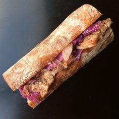 バゲットサンド 「豚肉と紫キャベツのマスタード煮」 http://lepetitmec.com/archives/21039/