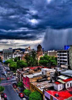 Impresionante imagen de un momento de lluvia @EnGuadalajara ----