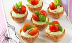 This recipe goes with Grits Bruschetta with Tomato Salsa. This recipe goes with Grits Bruschetta with Tomato Salsa Tomato Salsa Recipe, Egg Sandwiches, Fresh Mozzarella, Snacks, Smoked Salmon, Canapes, Cookbook Recipes, Finger Foods, Mexican Food Recipes