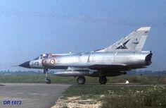 """Mirage III C"" n°8 (pré-série) 2-FB equipé de ""bidons"" de 625 L au roulage en 1973. Good Ol, Military Aircraft, Air Force, Fighter Jets, Wings, Airplane, French, War, French People"