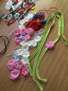 Midsommarkrans – PysselNetan Crochet Motifs, Tunisian Crochet, Crochet Bebe, Diy Crochet, Crochet Ideas, Magic Ring, Crochet Flowers, Diy Tutorial, Diy And Crafts