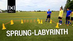 """Fußballübung zur Koordination: """"Sprung-Labyrinth"""""""