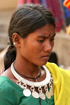 india - gujarat On the market of Kawant (Eastern part of Gujarat) you meet a lot of tribal people; most of them are Bhil people; other tribals are Rathwa or Nayak. Specially the Bhil women wear beautiful neaklaces and jewellery; oher tribals have facial tattoos.
