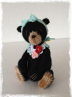 "Welcome to Craftsy! - via Inspiration Teddybären Miniature Thread Crochet Bear ""Lydia"" Crochet Baby Toys, Crochet Teddy, Crochet Bear, Love Crochet, Thread Crochet, Crochet Animals, Crochet Dolls, Tiny Teddies, Ooak Dolls"