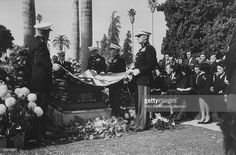 News Photo : Tyrone Power's funeral. Turner Classic Movies, Classic Films, Shelley Winters, Alice Faye, Power Photos, The Sun Also Rises, Usa People, Tyrone Power, Video Site