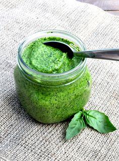 #Pesto Casero - 1 tasa hojas de albaca fresca, 1 ajo, el jugo de 1 limón, ¼ tasa aceite de olica extra virgen, ¼ cucharada de sal, pimienta