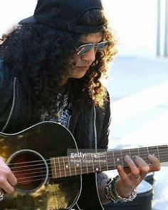 "528 Me gusta, 9 comentarios - All About Slash (@all_about_slash) en Instagram: ""Happy #friday #Slasher! @slash #Slash #TheBoss #TopHat #GuitarLegend #GuitarHero #Gibson #LesPaul…"""