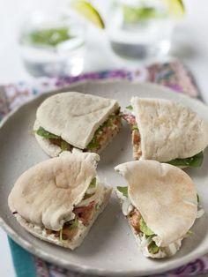 Poulet mariné en sandwich frais au pain pita - Recette de cuisine Marmiton : une recette