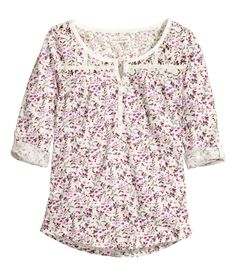 White top with decorative lace trim, pearlescent buttons, and purple floral print. | H&M Pastels