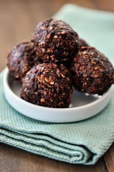 No-Bake Dark Chocolate Granola Bites