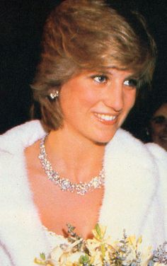 Diana's GRADUATED DIAMOND FLOWER CLUSTER NECKLACE