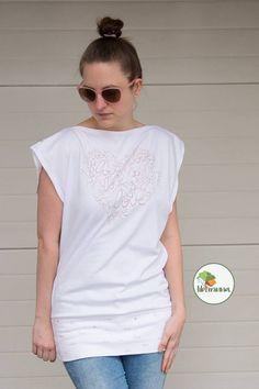www.libminna.at V Neck, T Shirts For Women, Mens Tops, Fashion, Fabrics, Clothing, Moda, Fashion Styles, Fashion Illustrations