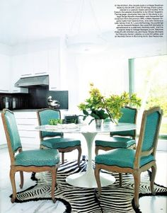 This would be amazingly cute in the breakfast nook, if the chairs were yellow & white 9r yellow & black