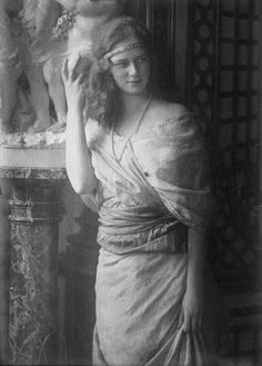 Princess Ileana of Romania was the youngest daughter of King Ferdinand of Romania, and his consort Queen Marie of Romania. She was a great-granddaughter of Queen Victoria and of Czar Alexander II. i also think this picture of her is cute Vintage Photographs, Vintage Photos, Romanian Royal Family, Casa Real, Royal House, Queen Mary, Kaiser, Ferdinand, Queen Victoria