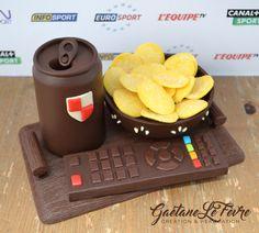 Fête des Pères Chocolat Chocolate Candy Cake, Chocolate Bouquet, Chocolate Art, Chocolate Molds, Homemade Chocolate, Chocolate Heaven, Chocolates, Chocolate Sculptures, Paper Peonies