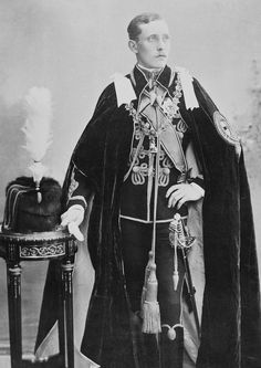 Royal Jewels of the World Message Board: Re: Prince Authur of Connaught. Two different stars worn by him