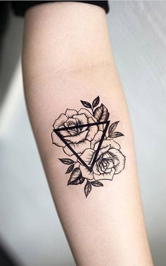 Geometric Roses Forearm Tattoo Ideas for Women - Small Triangle Flower Arm Tat - rosas negras contorno del tatuaje del antebrazo - www.MyBodiArt.com #tattoos