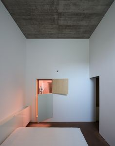 Gallery of House in Oeiras / Pedro Domingos arquitectos - 16