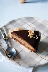Τούρτα σοκολάτα πραλίνα   Blissbuzz Greek Sweets, Greek Desserts, Sweet Recipes, Cake Recipes, Dessert Recipes, Lunch Recipes, Praline Cake, Sweet Corner, Homemade Sweets
