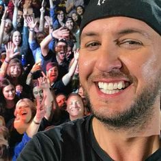 Luke Bryan | selfie Luke took last night ❤ (Twitter find)