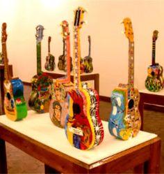 El cuatro como lienzo en el Museo de Bellas Artes. Cuatro, sonido y color también ha sido parte de exposición en Caracas, Venezuela
