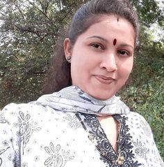 Beautiful Girl Indian, Most Beautiful Indian Actress, Beautiful Housewife, Indian Natural Beauty, Bhojpuri Actress, South Indian Actress Hot, My Beauty, Hindi Quotes, Indian Actresses