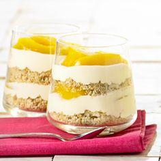 Trifle met nectarine en zandkoekjes